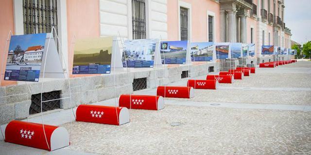 """La exposición """"Construimos Europa"""" se instala en la explanada del Palacio"""