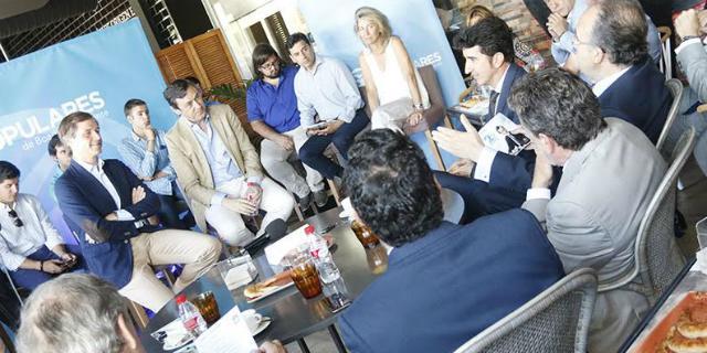 El portavoz del PP en el Congreso, Rafael Hernando, visita Boadilla