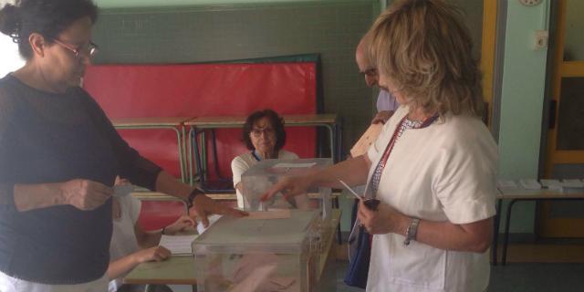 Delia López ejerce su derecho a voto