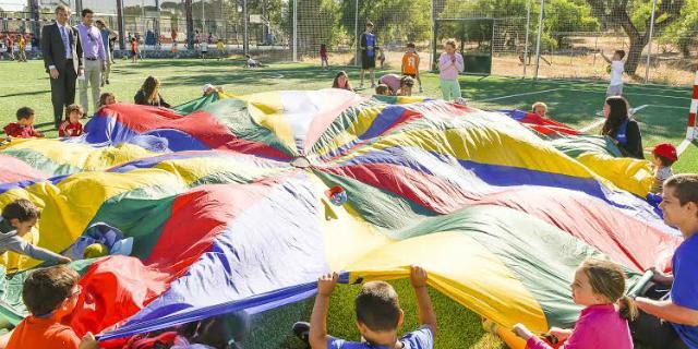 Más de un centenar de niños participan en el campamento Aventura Infantil