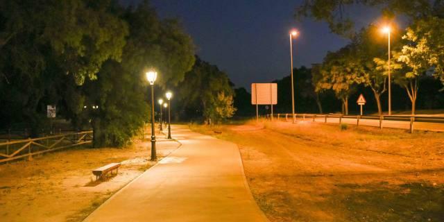 El paseo del Arroyo de la Fresneda cuenta con 64 nuevas luminarias tipo LED