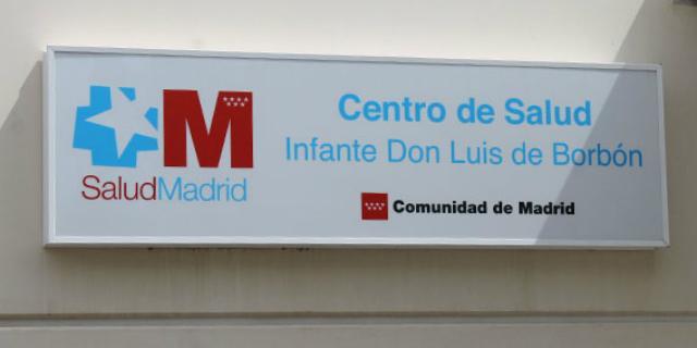 El PSOE pide retirar la placa de Ignacio González del Centro de Salud Infante Don Luis
